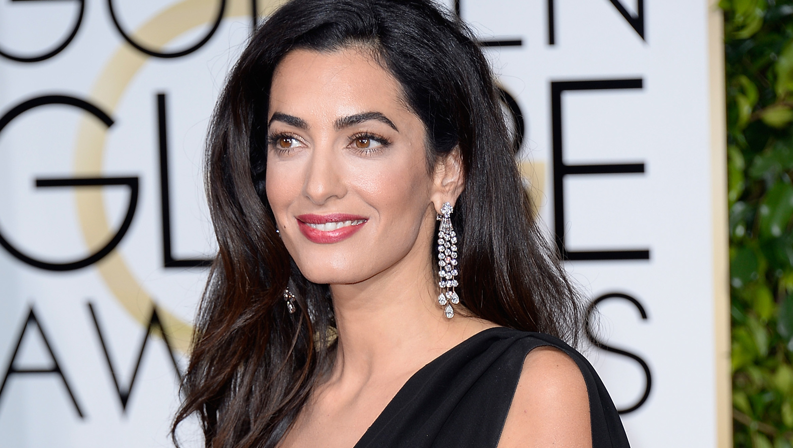 Amal Clooney's awkward red carpet moment | AOL Features