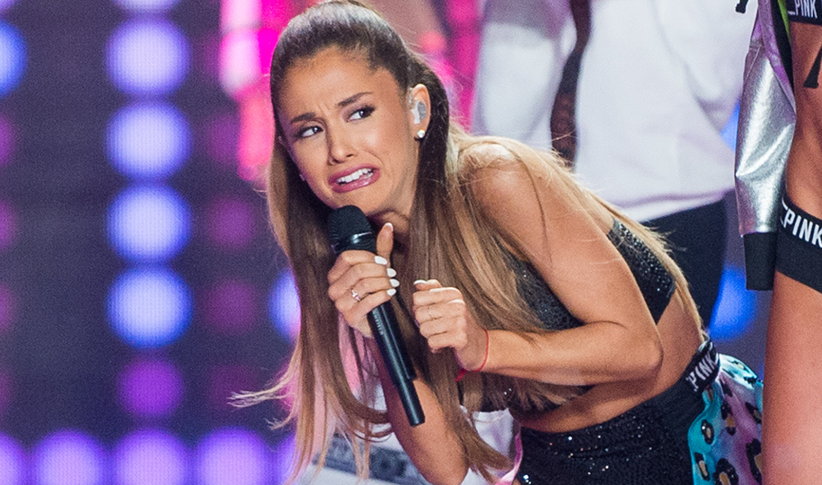 Ariana Grandes Most Painfully Awkward Moments Of 2014 -7722