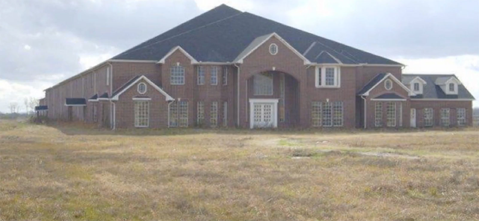 Massive 46 bedroom house up for sale in texas aol features for 46 bedroom texas mansion