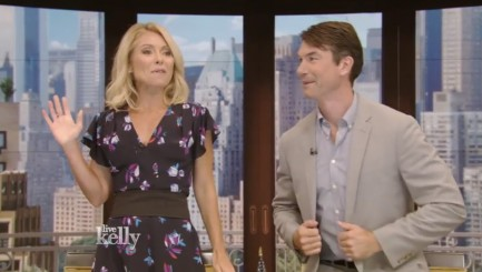 Kelly Ripa hilariously interrupts host chat to address move audience made