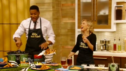 Michael Strahan demonstrates how to make his favorite Super Bowl snack