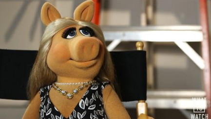 Miss Piggy takes a major jab at interviewer