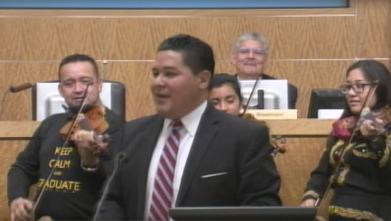 Singing superintendent wows students on his first day on the job