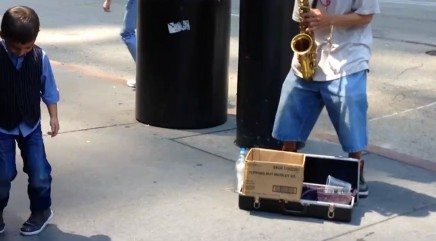 6-year-old dances with street performer