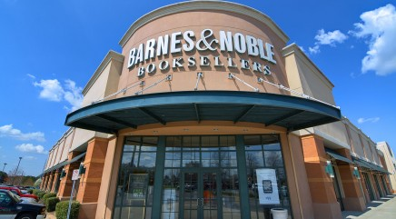 Barnes & Noble may soon start serving alcohol