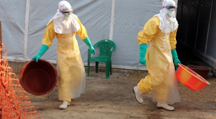 How doctors protect themselves from Ebola