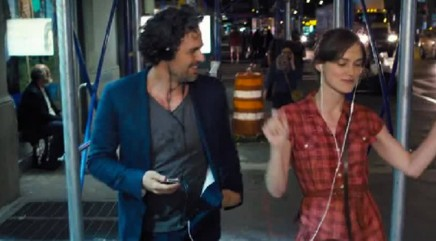 Knightley debuts hidden talent in 'Begin Again'