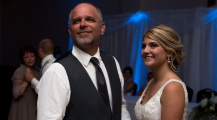 Bride plans touching surprise for deaf father