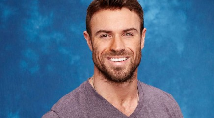 'Bachelorette' star Chad Johnson flaunts his incredible abs