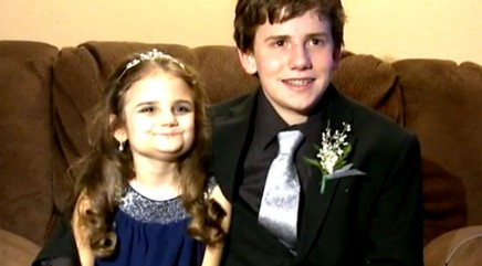 Big brother makes heartwarming move for terminally ill 10-year-old sister