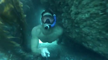 Diver risks one-breath swim through deep underwater tunnel