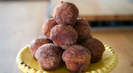 These simple baked pumpkin donut holes will make your mouth water