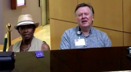 Stranger joins pastor for heartwarming duet at Texas hospital