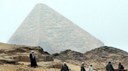 Tourist illegally climbs Great Pyramid of Giza