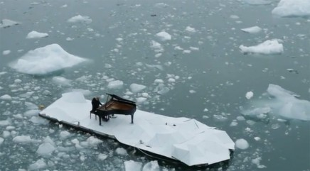 Musician plays piano in the middle of the frozen Arctic Ocean for important cause