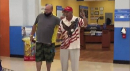 Man's incredible rendition of 'God Bless America' leaves shoppers speeechless