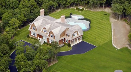 Huge TV star lives in this $2.3M vacation home