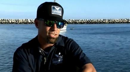 Man rescues massive 700-pound sea creature choking on kelp