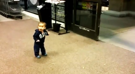 Little boy has best reaction to small supermarket 'wonder'