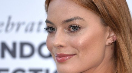 Margot Robbie doesn't think she's attractive