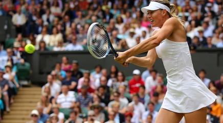 Sharapova vacations from tennis in bikini