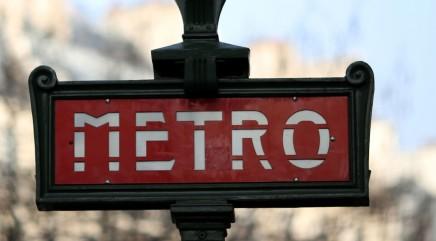 Opera singer cracks up metro riders