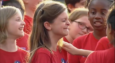 10-year-old gets tearjerking surprise after singing national anthem at baseball game