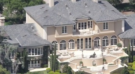 Take a peek inside Oprah's jaw-dropping mansions