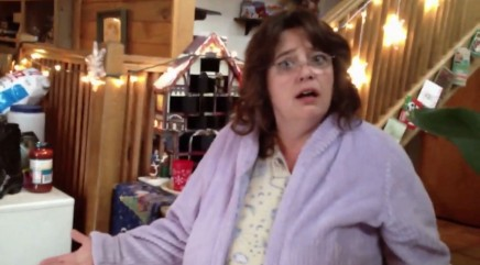 Mom has priceless reaction to daughter's epic Christmas prank
