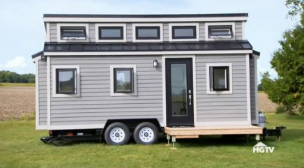 Property Brothers insist tiny home they're spending night in 'doesn't feel cramped'