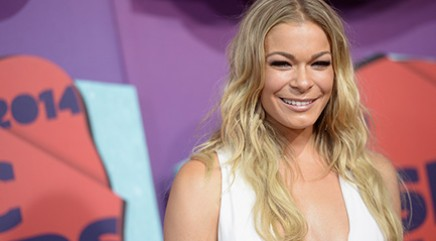 Rimes bares major skin at CMT Awards