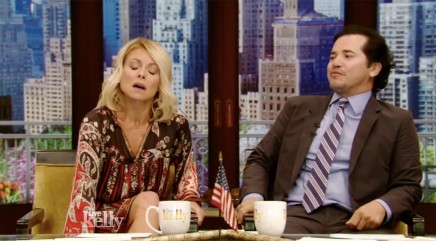 Kelly Ripa reenacts smelly laundry mishap