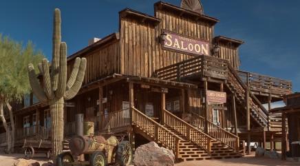 'Survivor' star tours ghost town