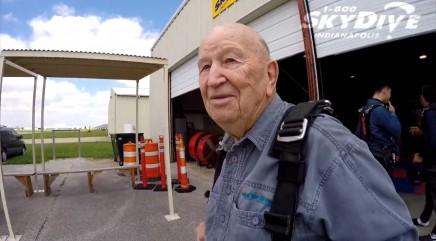 World War II veteran celebrates 90th birthday in epic way after brother dies