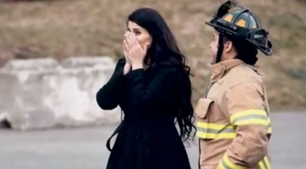 Firefighter's incredible surprise leaves girlfriend speechless