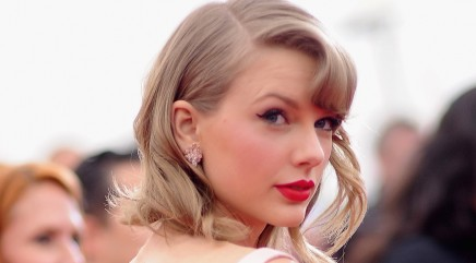 Why Taylor Swift gave someone $90 in NYC