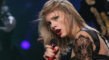 Taylor Swift debuts her new '80s-themed song