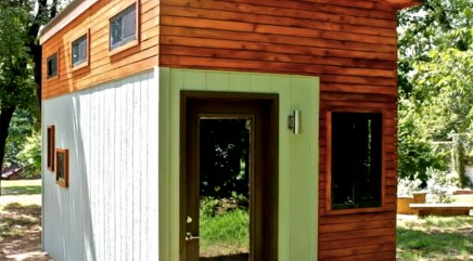 College student opted for a tiny house instead of a dorm room -- and it's pretty impressive