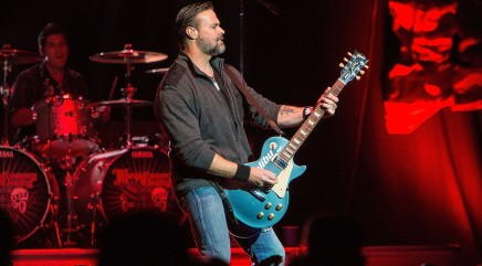 A look into Troy Gentry's high-tech tour bus