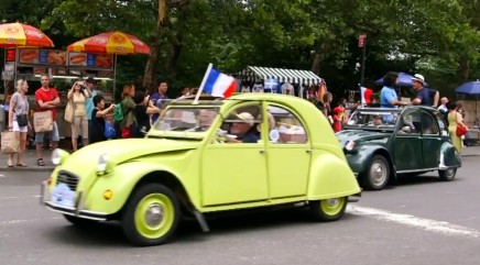 Vintage cars show off French pride