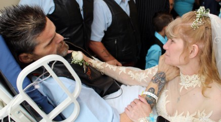 Man with one week to live marries best friend in touching ceremony