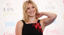 Hilary Duff doesn't pay attention to her bikini bod