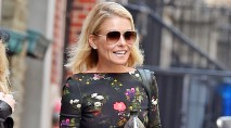 Major actor unexpectedly knocked on Kelly Ripa's car window at her son's track meet