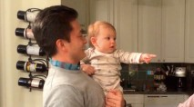 Baby adorably gets confused by dad and his identical twin
